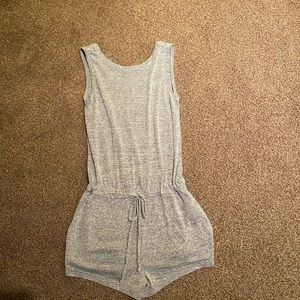 Super cute heather grey romper!